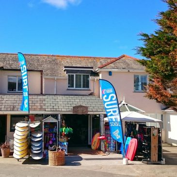 Putting feathers up in the sunshine @constantinesurf #surfschool #constantinebay #padstow #cornwall