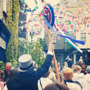 The sun came out as the May day celebrations went on in #padstow today. #obbyoss #mayday #obbyossday