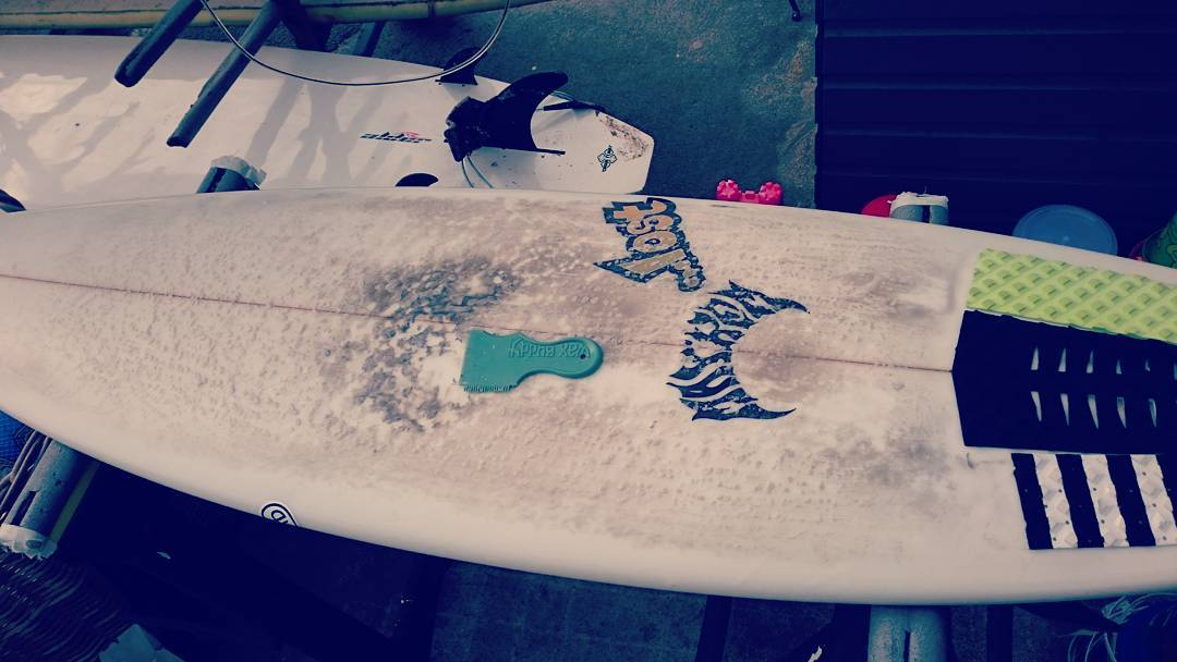 You know you've let your surfing go when you're wax job is this bad. Time for a scrape clean and redeux