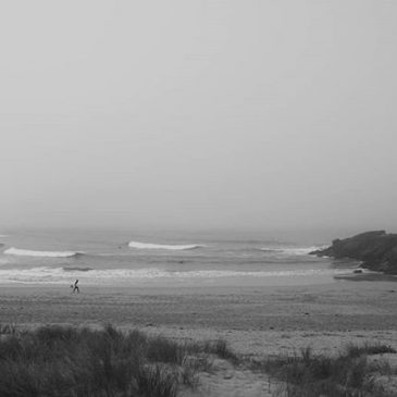 Still and misty morning with some fun looking waves on the high tide.