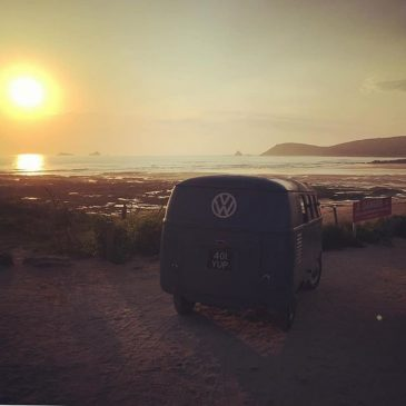 How greats this shot from friends @smithsvw #constantinebay #vw #barndoor