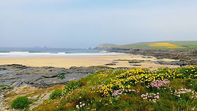 Turned into another stunning morning at the beach #boobysbay #trevosehead #lowtide #surfschool