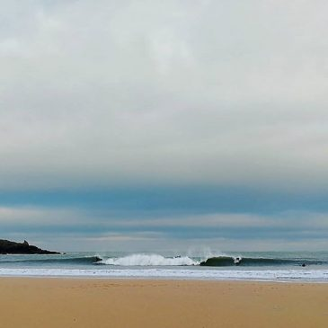 It's been a crazy good month of #surf here in #cornwall #winter can be the best time to visit #constantinebay and #padstow and get a #coldwater #surflesson