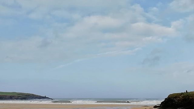 That wind is howling and keeping the waves down to the 3ft – 4ft range.