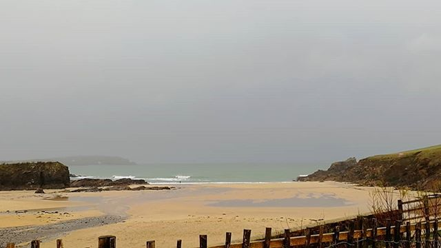 Was hoping for a bit more #surf this #morning Wind is forecast to go southwest and on to west through the day but looking to be northerly through the weekend so should be good waves to be had.