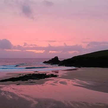 Fitting end to a #surf filled #weekend here in #padstow #cornwall #surfcornwall #kernowfornia #poldarkcountry