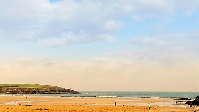 Harlyn bay #surfcheck 26/9/19 The rain has passed over and away to the east. Surf is a couple of feet, cross shore and probably going to be fun later today on the push of the tide. Tomorrow is definitely looking like a harlyn day but going to be a later and bigger tide. #harlynbay #surfcheckCornwall #surfcornwall #surfingcornwall #cornwall #cornwallsurf